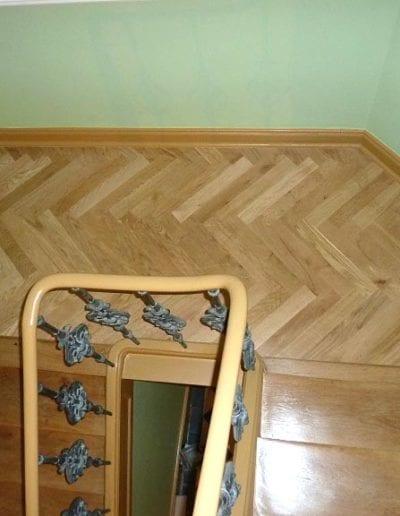 Holztreppe-nachher-aufgearbeitet