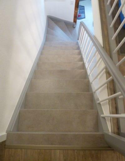 1.7_ Treppe-Treppenrenovierung-Beton-Stufe-Geländer-Sprossen-Langenselbold-Hanau-Seligenstadt-Reinischmodernisiert-Farbenspiel
