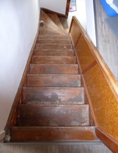 1.8_ Treppe-Treppenrenovierung-Beton-Stufe-Geländer-Sprossen-MKK-Seligenstadt-Reinischmodernisiert-Farbenspiele