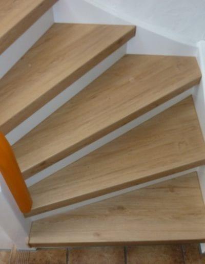 Treppenrenovierung_ Vinyl_ Sonneneiche_ Reinischmodernisiert_ Treppenprofi (3)